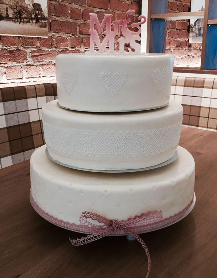 Torten Fur Hochzeit Taufe Geburtstag Kommunion Und Jubilaum